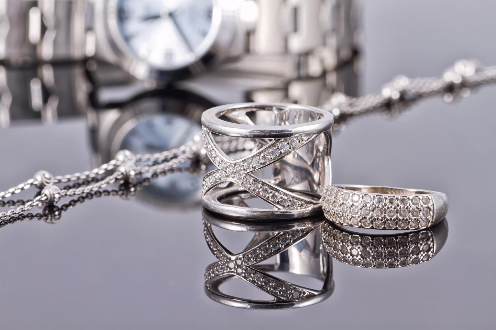 Klasse , Eleganz , Raffinesse mit stilvollen Silber Schmuck