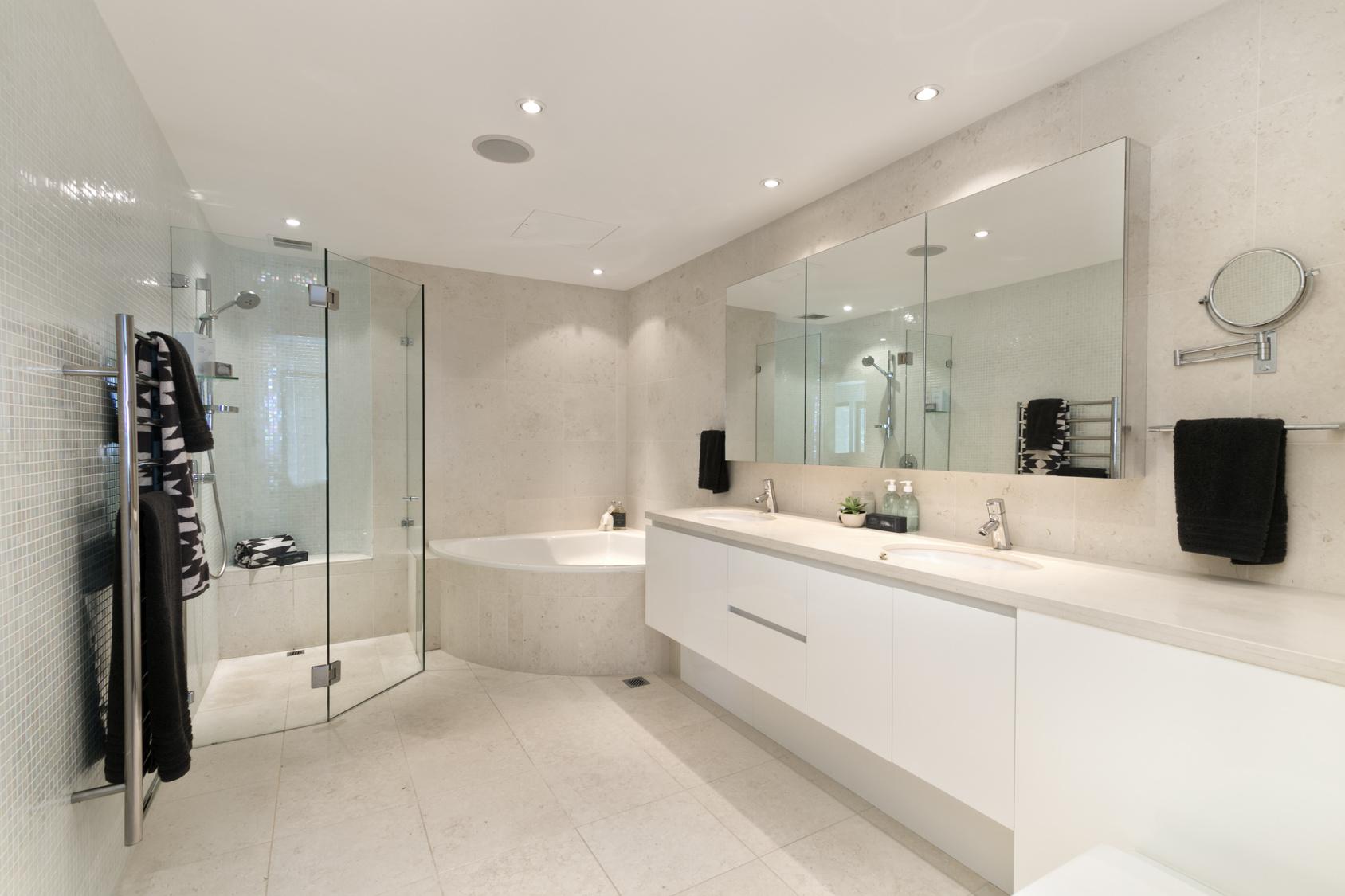 Bringen Sie den Stil, Komfort und Luxus in Ihr Badezimmer!