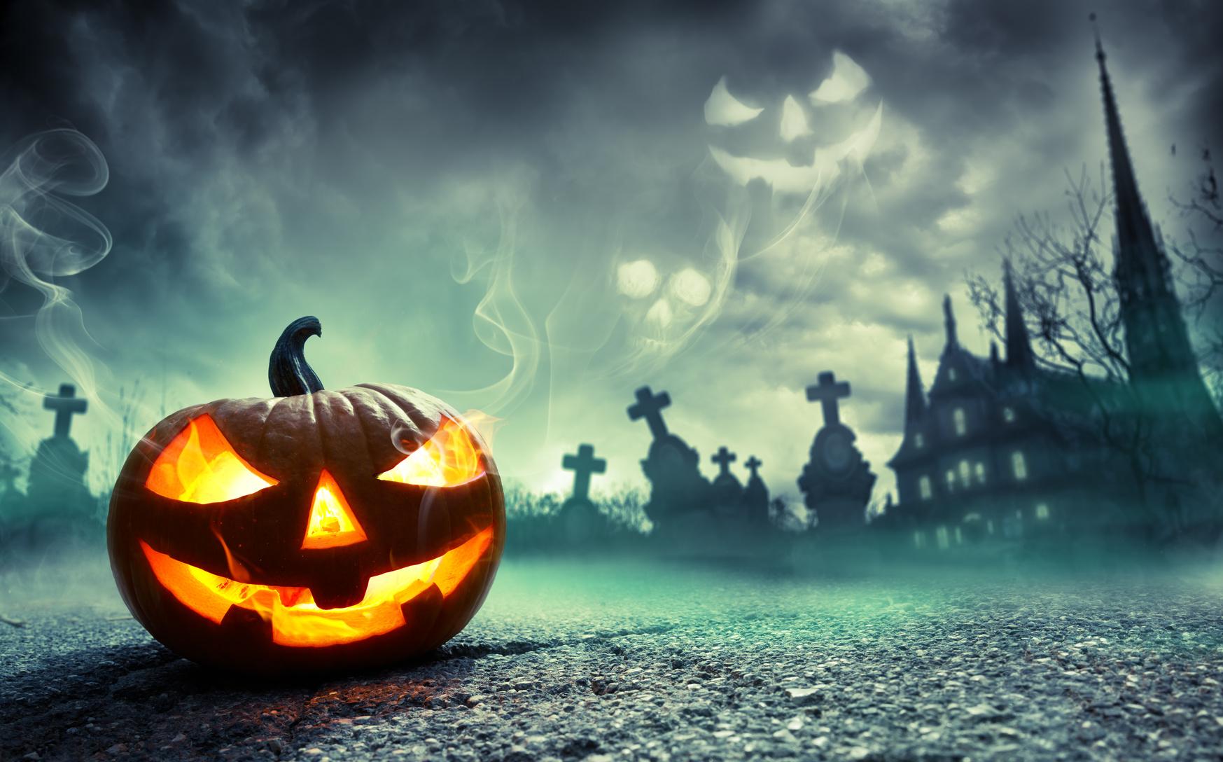 Erschreckenden Masken, Horror Kostümen oder Kürbis schnitzen, ja das ist Halloween.